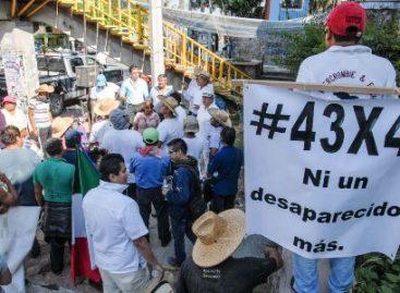 Reunión de trabajo de la CNDH con padres de los normalistas de Ayotzinapa desaparecidos