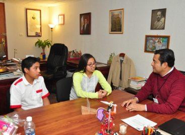 Se reúne titular del IEEPO con los campeones estatales de Matemáticas y Ajedrez