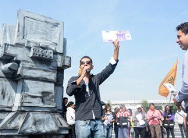 Exhibe Roxana Luna, candidata perredista al gobierno de Puebla, privatización de agua con obra teatral