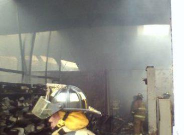 Consume incendio 14 mil cajas de papel en bodega de Diconsa; no hay lesionados