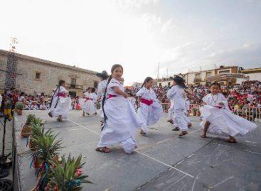 Presentan preescolares de la zona escolar 062, Edición 14 de la Guelaguetza Infantil