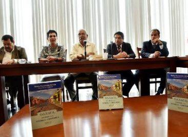"""Presentan el libro """"Oaxaca, ciudad para vivirla y contarla"""" en el Congreso local"""