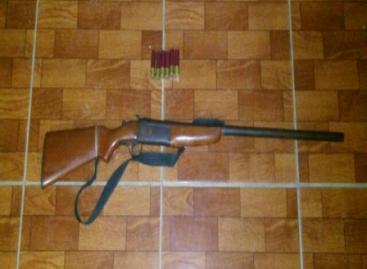 Detenidas dos personas en Oaxaca por portación de arma de fuego y marihuana