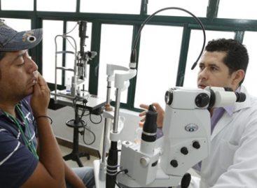 Médicos del IMSS-Prospera devuelven la vista a 163 indígenas y campesinos de Querétaro