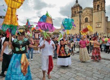 Con alegre calenda celebran XV años de la Vela Pasión en la ciudad de Oaxaca