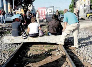 A través del diálogo, Policía Federal liberó el bloqueo a la vía férrea en Caltzontzin, Michoacán