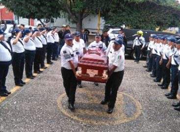 Rinden homenaje para dar el último adiós al comandante Dionicio Lucas de la Policía Vial