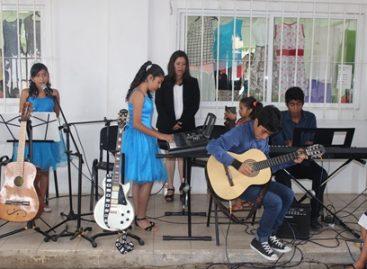 Egresan 76 estudiantes de la Escuela de Artes y Oficios de Oaxaca