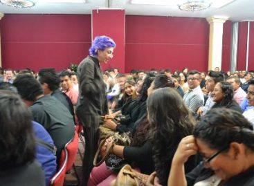 """Presenta Fernanda Tapia su """"Fábrica de Ideas"""" a estudiantes de la UTVCO"""