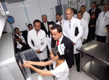Supervisa el titular del IMSS, Mikel Arriola la atención en el Centro Médico Nacional