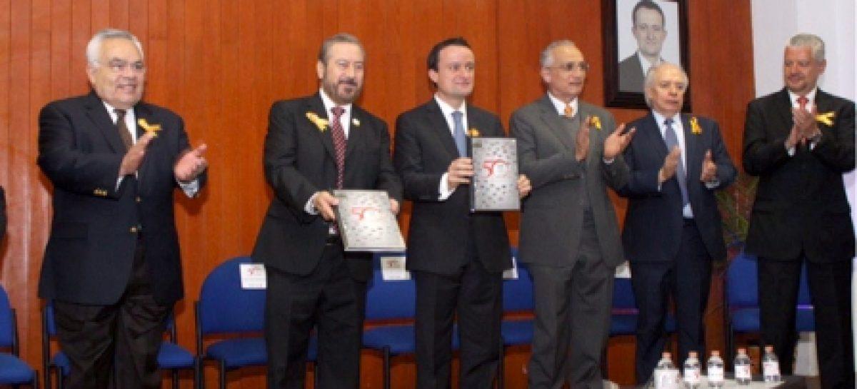 Capacitan IMSS y sindicato a 31 mil trabajadores para mejorar el trato a derechohabientes