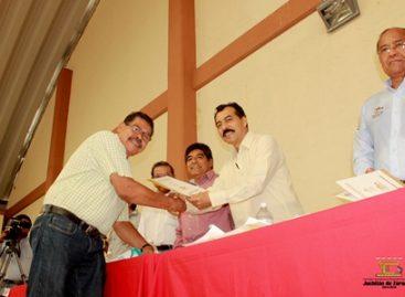 Reciben colonos certificados de posesión en Juchitán, Oaxaca