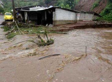 """Reportan 28 fallecimientos por los daños provocado por """"Earl"""" en Huauchinango y Tlaola, Puebla"""