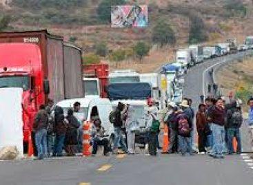 Reportan cortes a la circulación en dos casetas de peaje del estado de Oaxaca