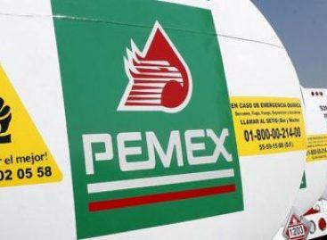 Brindan policías estatales protección a pipas abastecidas de combustible en Oaxaca