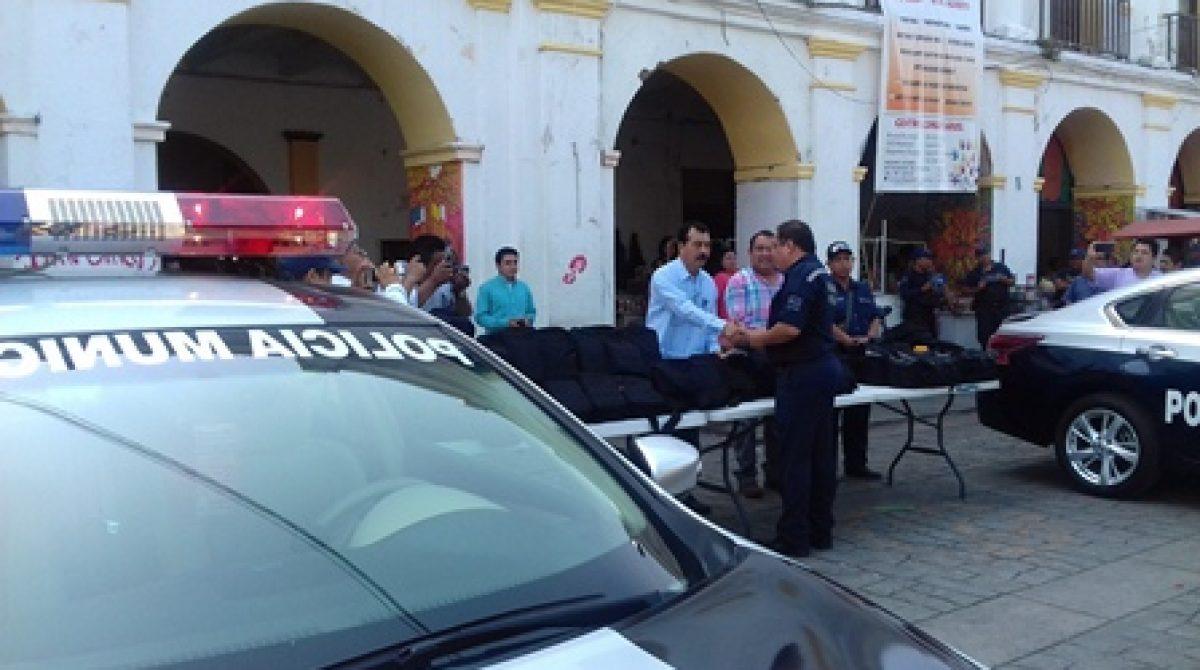 Reconoce Comisión de Recepción notables avances en capacitación y equipamiento de policía de Juchitán