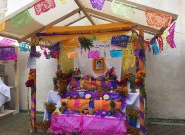 Exhiben Altares de Muertos de las regiones de Oaxaca; una visita a la tradición