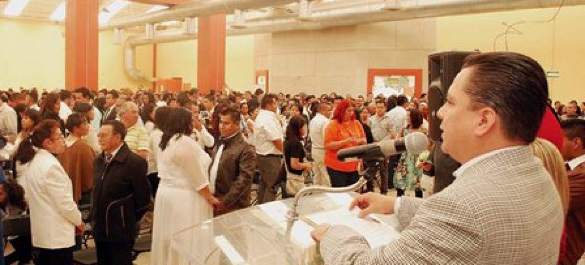 Celebran matrimonio 254 parejas en bodas colectivas de Azcapotzalco