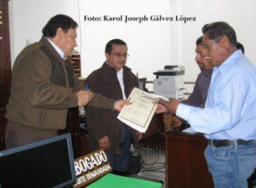 Entrega Tribunal Unitario Agrario carpeta básica a poblado de Yucuñuti, Oaxaca