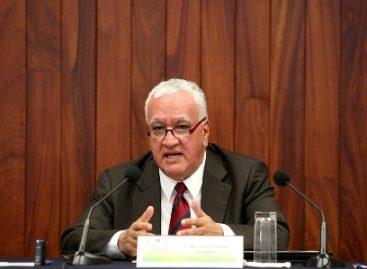 Estudio del derecho constitucional explica transición hacia la interpretación de la ley: González Oropeza