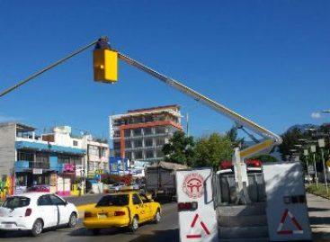 Rehabilita municipio de Oaxaca de Juárez semáforos en calles y avenidas