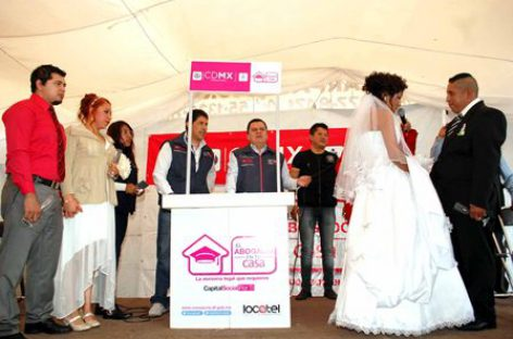 Celebran matrimonio 86 parejas en bodas colectivas de Iztapalapa
