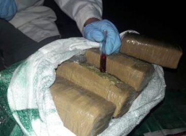 En Sonora, Interceptan vehículo que transportaba droga sintética oculta en guardafango