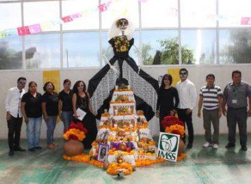 Participan trabajadores del IMSS con gran entusiasmo en su tradicional concurso de altares