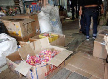 Retiran del mercado informal más de 200 kilogramos de material pirotécnico en Oaxaca