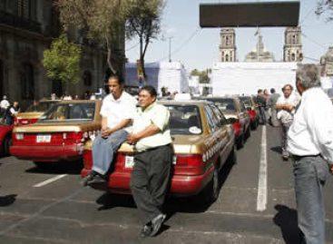 """Más """"cochinitos"""" para Miguel Ángel Mancera en transporte concesionado, denuncian taxistas"""