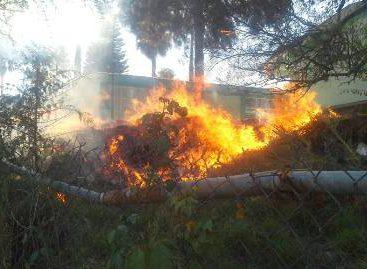 Sofocan bomberos incendio en Santa María Xochixtlapilco