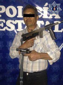 También dos armas de fuego, una pistola tipo revólver calibre 38 SPL y una subametralladora calibre 22.