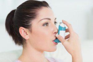 Puede causar una crisis asmática