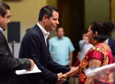 Inician entrega de acreditaciones a las autoridades municipales de Oaxaca