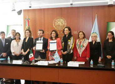 Suscribe Parlatino convenio educativo con la Universidad Internacional de La Rioja