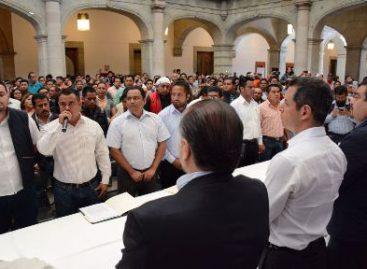 Recibe Alejandro Murat Pliego Petitorio de la Sección 22 del SNTE