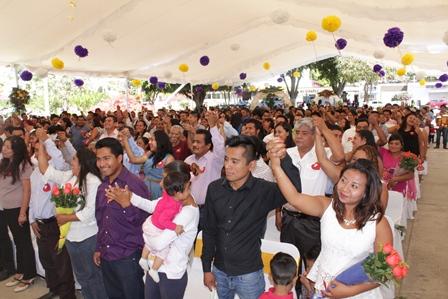 Celebran bodas colectivas en Xoxocotlán