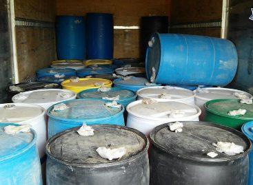 Aseguran más de siete mil litros de hidrocarburo y dos armas de fuego en Etla, Oaxaca