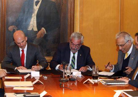 Suscriben convenio UNAM y PEMEX