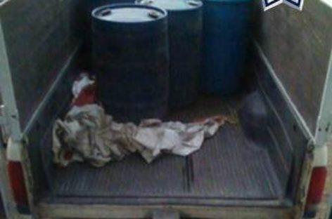Hallan alrededor de 800 litros de combustible en camioneta abandonada en la Mixteca