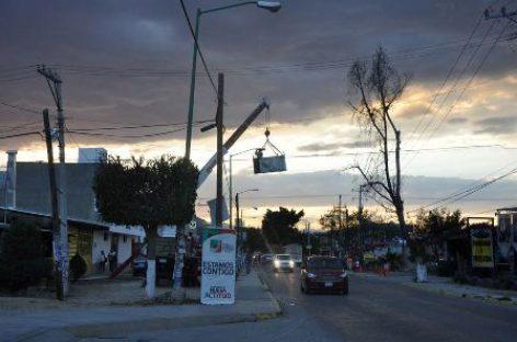 Colocan 30 luminarias en Avenida el Rosario: Cruz González