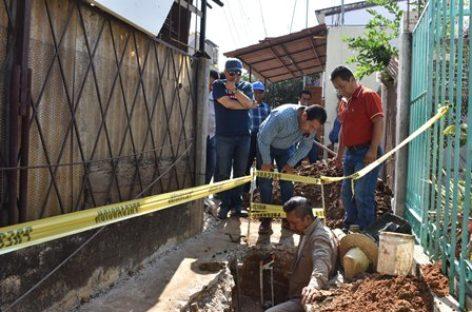 Controlan fuga de agua negras en la zona norte de la capital oaxaqueña