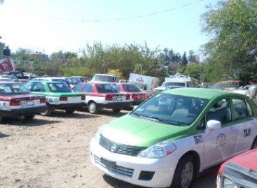"""Aseguran 24 unidades durante operativo contra taxis """"piratas"""" en Huajuapan, Oaxaca"""