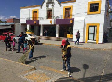 """Con """"Tequio por Xoxo"""" se embellece la cabecera municipal, previo a Martes de Brujas"""