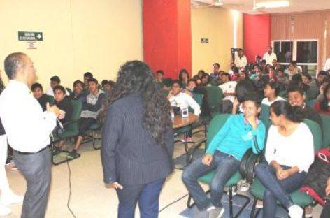 """""""Alas rotas"""", documental enfocado a jóvenes se proyectó con éxito en la UMF 65 del IMSS Oaxaca"""