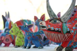 San Antonio Arrazola, lugar revestido por manos artísticas creadoras de los tradicionales alebrijes.