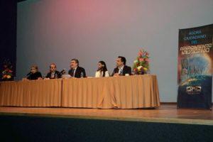 Presentan el libro Renacimiento Mexicano, de César Daniel González Madruga y Witzilin Adriana Morales Ortiz.