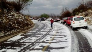 Recomiendan a las y los conductores que transitan sobre la Carretera 190, entre Suchilquitongo Etla y San Pablo Huitzo, extremar precauciones.