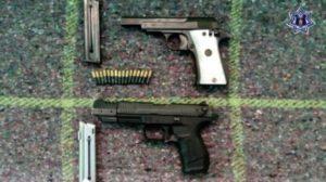 Juan Antonio BB; Juan Antonio BB y Juan Carlos BB, tenían en su poder dos armas calibre 22 y 16 cartuchos útiles.
