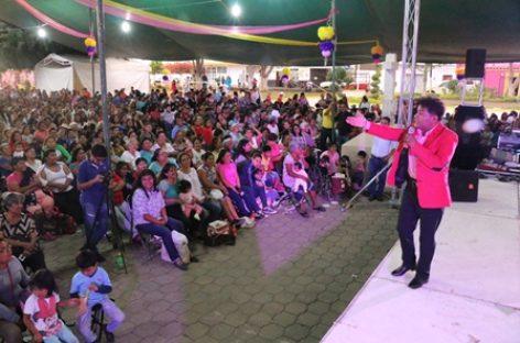 Con gran alegría festejan Día de las Madres en Xoxocotlán, Oaxaca